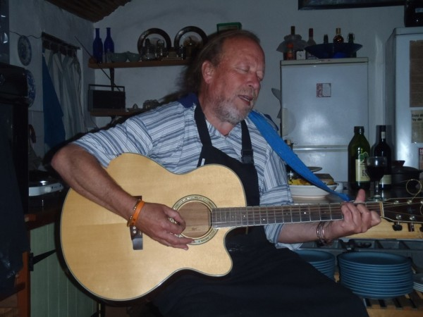 Leon - The Saloon singer at work