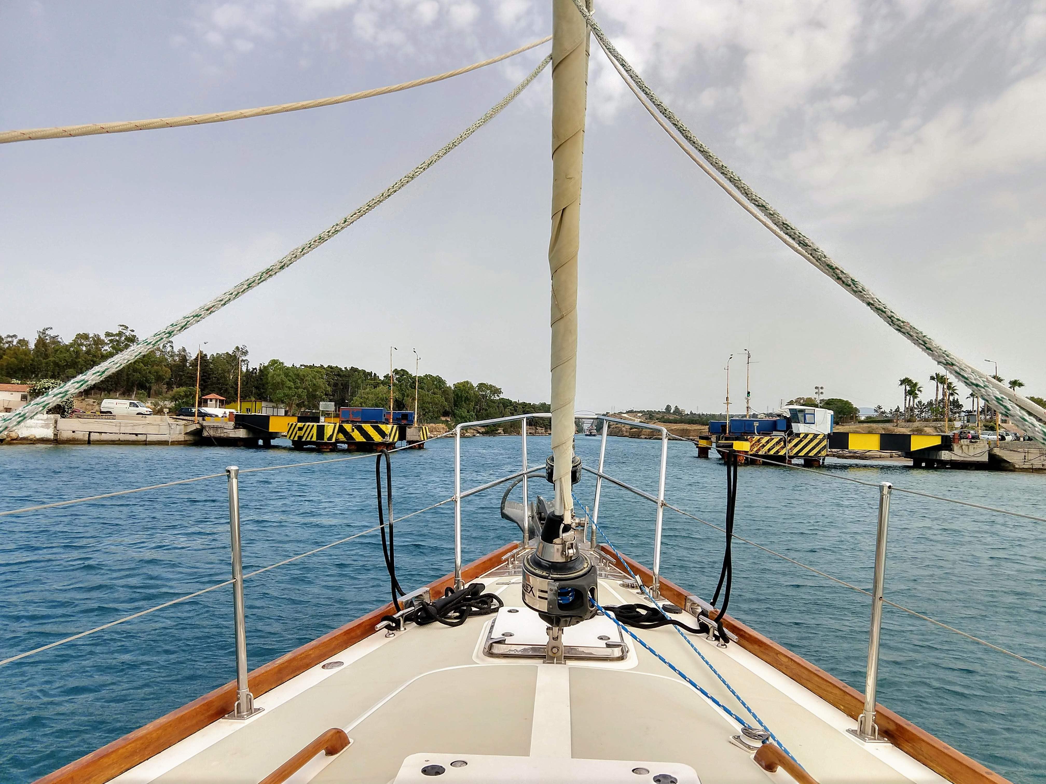 https://www.sailblogs.com/sbgallery/pics/ggcunning_gmail_com/sbd78ztnx/Corinth%20Canal%20Entrance.jpg