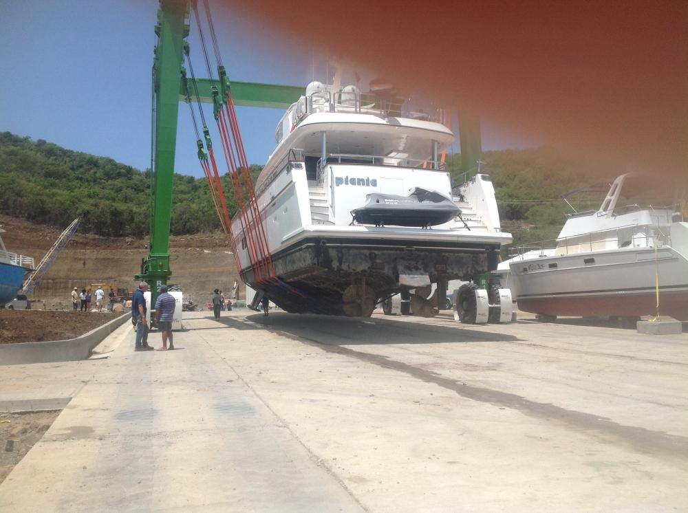 242t boat lift: Superyacht from transom