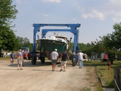 2010 - Oconto Yacht Club, Oconto, WI - Moving the Shangri-La to the well.