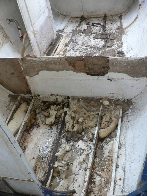 Termite damage can be seen to the bulkheads. I took delivery of the boat in Langkawi to avoid Thai VAT. I could non take the boat back to Phuket where work could be done until it was registered in my name. This took over 5 months and in that time termites had pretty much eaten all the bulkheads and the main structural crossbeam.