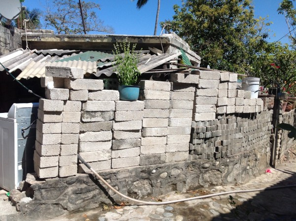 One of the many walls in Yelapa.  It works!