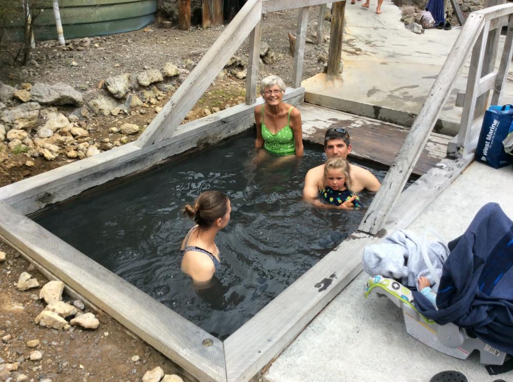WAIARIKI HOT POOLS: Sunday outing with svPonyo—Kostya, Jenya, Michelle and Nicole.