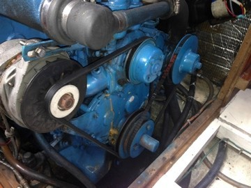 Old V-belt arrangement on Mabrouka's Perkins 4-154 engine