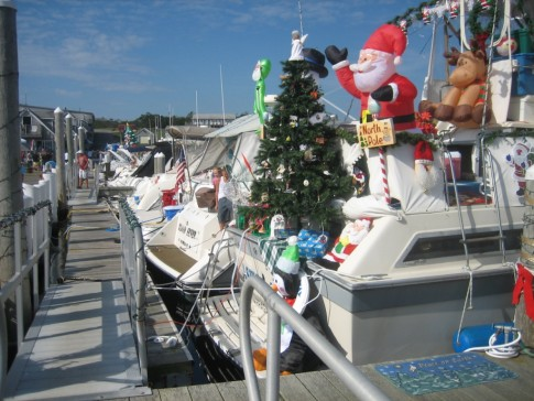 Power boaters have a tradition we thought was pretty cool.  They celebrate seasonal holidays during the summer.  This week end was Christmas and New Years.  Some boaters really dressed up and got in the spirit.  Good clean fun for all.