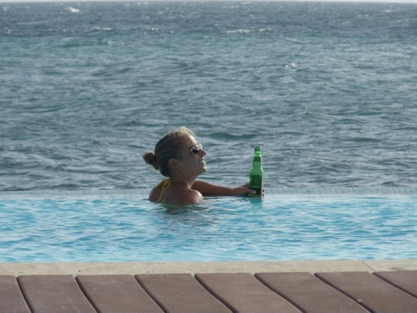 R relaxing in the pool