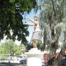 hula statue in park