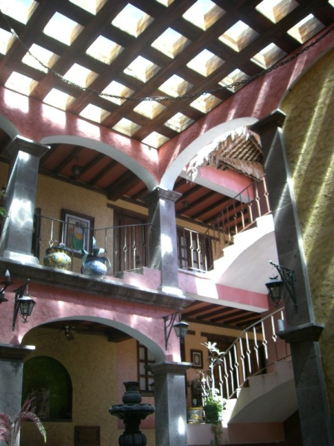 Loreto: Hotel Posada de las Flores..... looking upward in the lobby to the pool above.... gorgeous!