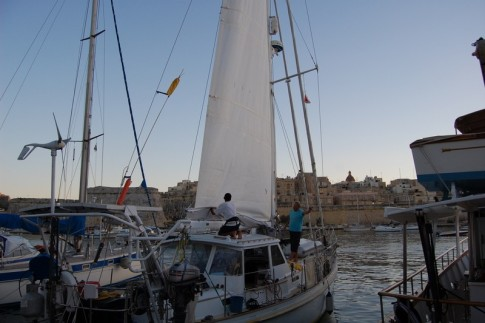 The new sail gets attached, Valetta