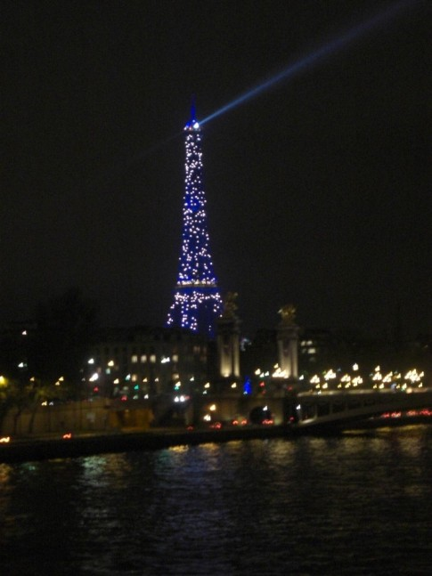 Eiffel tower with its Christmas light show