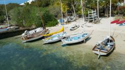 Hopetown: wooden sailing dinghys on the beach